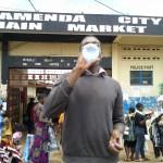 Devant le marché central de Bamenda (Cameroun) en Août 2013